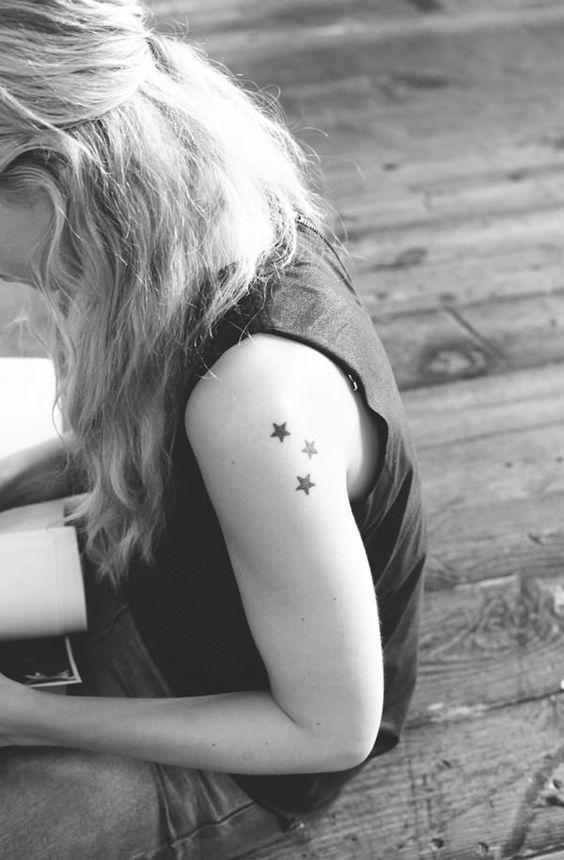 Magnifique tatouage sur l'épaule