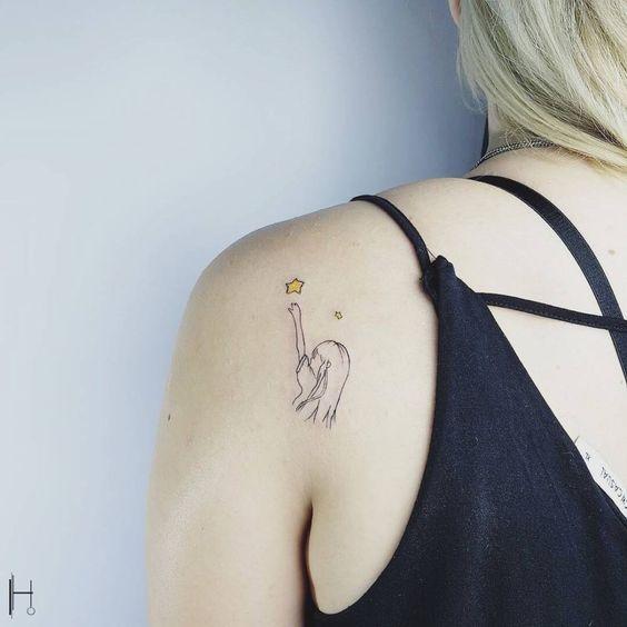 tatouage étoile, Tatouage étoile : Significations, emplacements et modèles (20 inspirations)