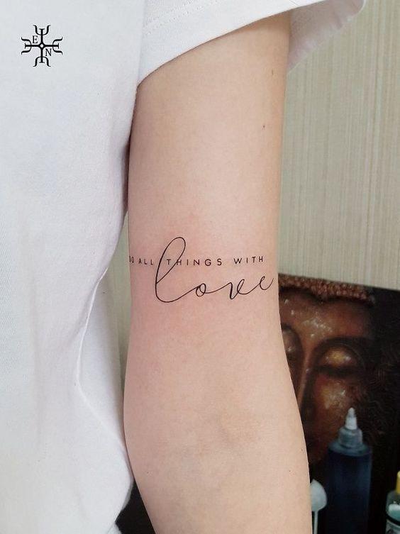 tatoo bras avec phrases homme, Inspiration tatouage phrase : 45 idées Tattoo avec phrases bras pour homme