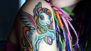 , Hommes : 30 beaux petits tatouages de poney  (En images)