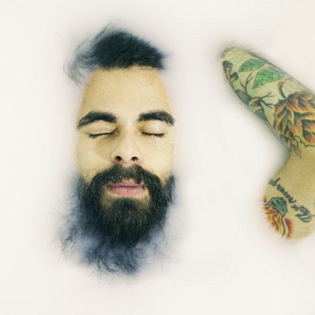 , Top 4 des huiles essentielles pour le suivi du tatouage  (En images)