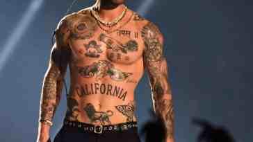 , Tous les tatouages Adam Levine: un guide ultime