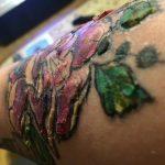 Les croûtes de tatouage ne disparaissent pas