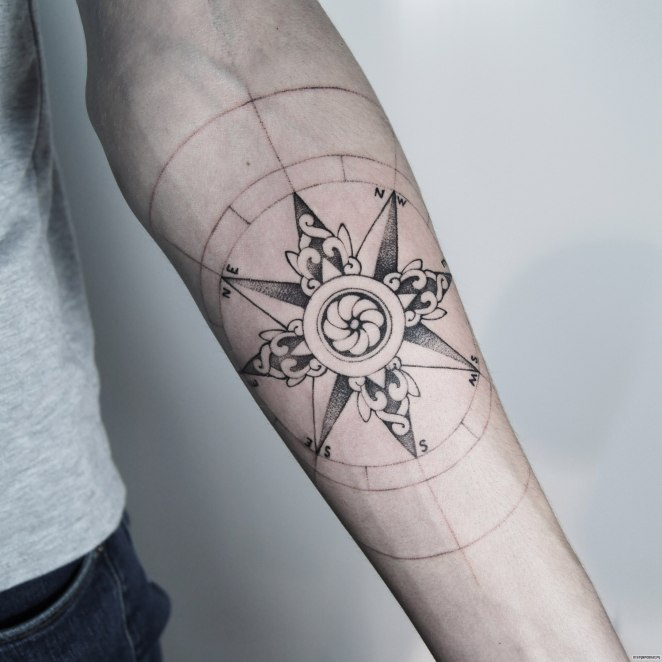 , Tatouage rose des vents: la signification du symbole, des variétés de dessins, des idées pour les femmes et les hommes sur la photo   (En images)