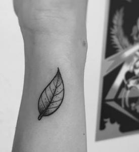 tatouage de feuille