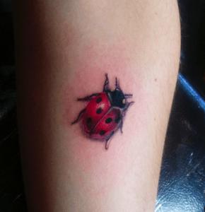 tatouage de coccinelle