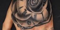 tatouage à la main