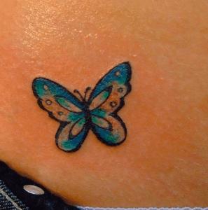 tatouage petit papillon