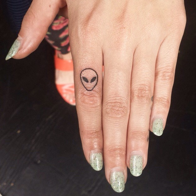Finger Tattoo Ideas 30 Tattoo Designs For Men And Women Ideas And Designs