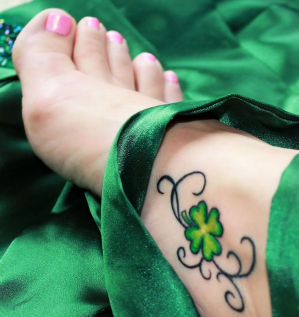 30 Cute Four Leaf Clover Tattoos Hative Ideas And Designs