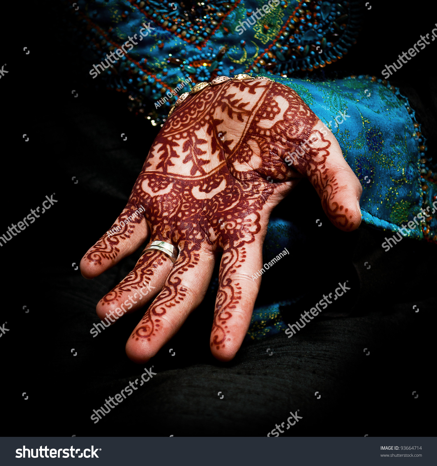 Beautiful Henna Tattoo In A Bride S Hand 05 Body Art Ideas And Designs