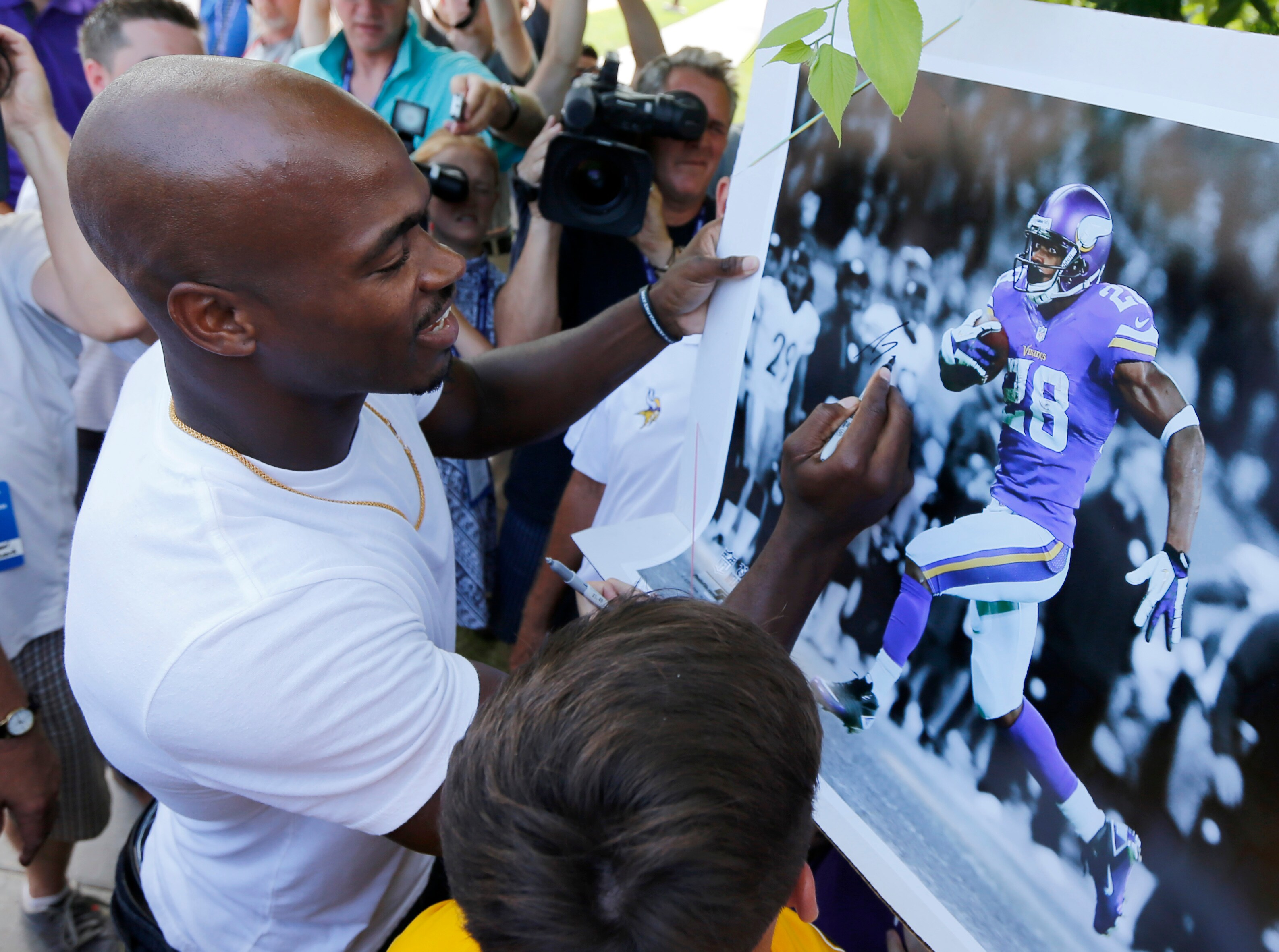 Adrian Peterson At Vikings Training Camp With Massive New Ideas And Designs