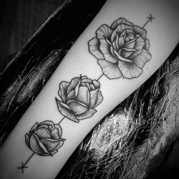 40 Blackwork Rose Tattoos You Ll Instantly Love Tattooblend Ideas And Designs