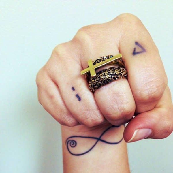 Finger Tattoos 101 Designs Types Meanings Aftercare Ideas And Designs