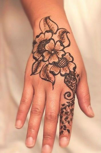 40 Delicate Henna Tattoo Designs Tattoos Henna Tattoo Ideas And Designs