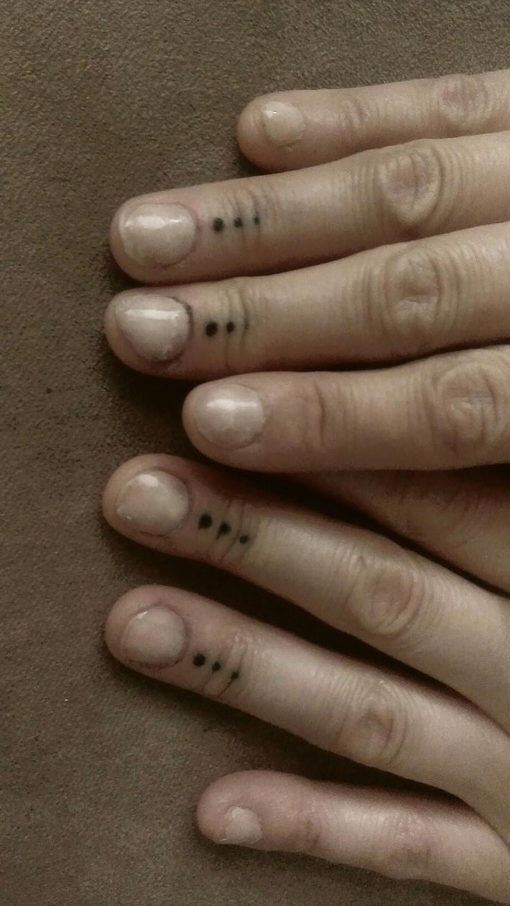 Dots And Circles Finger Tattoo Google Search Hena Ideas And Designs
