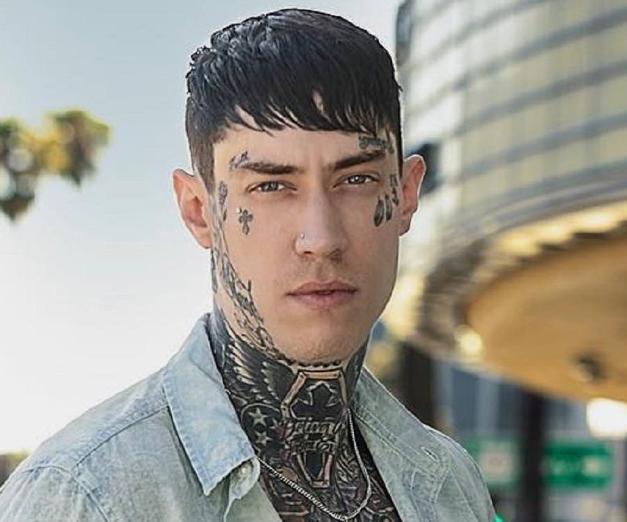 Trace Cyrus Biography Facts Childhood Family Life Ideas And Designs