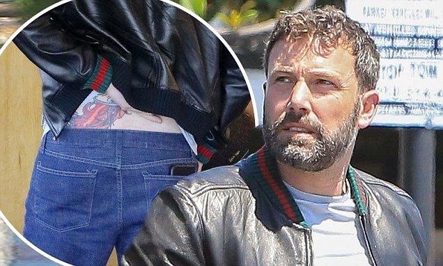 Ben Affleck Can T Stop Scratching Phoenix Back Tattoo In Ideas And Designs
