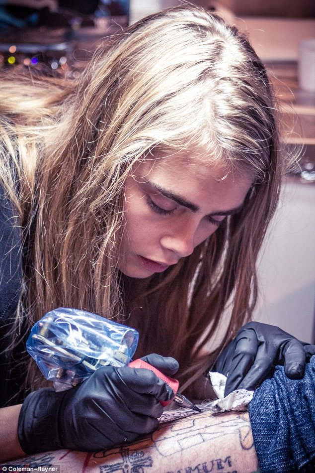 Cara Delevingne Has Her Initials Etched Onto Her Hand Just Ideas And Designs