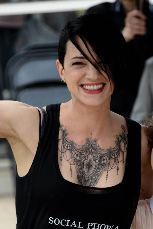 Asia Argento Crée L Événement À Cannes Avec Son Maxi Tatouage Asia Argento Cannes And Asia Ideas And Designs