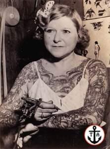 Svartvitt porträttfoto av Mildred Hull