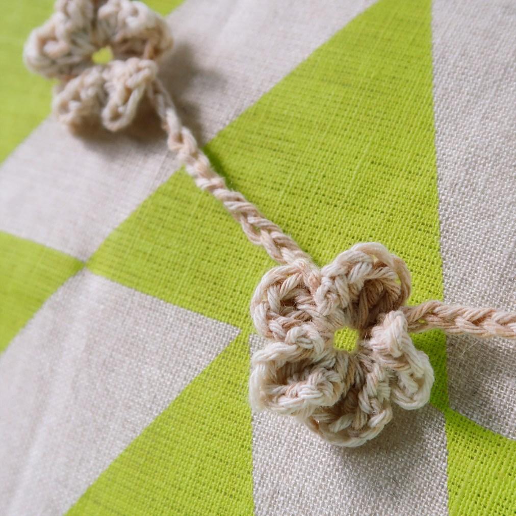 Crochet flowers, daisy chain detail