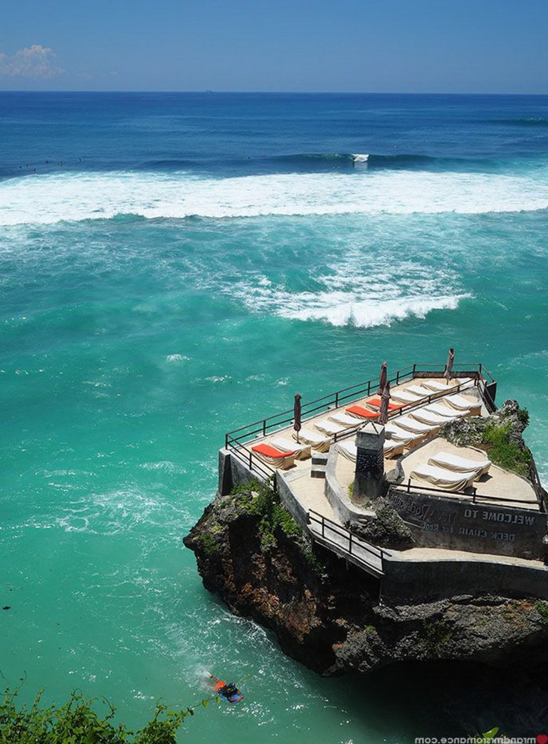 Suluban Beach Badung Indonesia - Aqua, Azure, Body of water, Coastal and oceanic landforms, Ocean, Outdoor structure, Sea, Teal, Water, Water resources, Wave