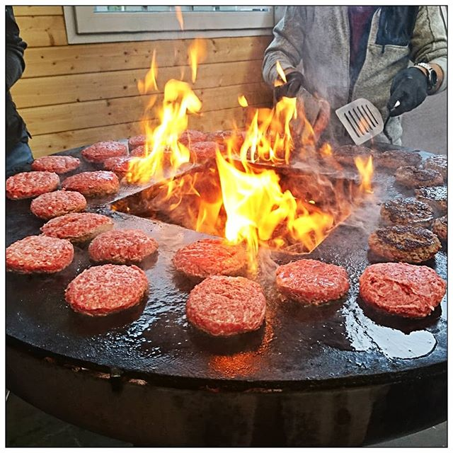 Burgerpatties on fireplate