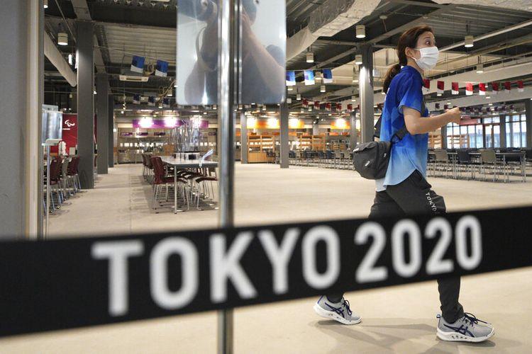 Ruang makan utama terlihat selama tur pers Olimpiade dan Paralimpiade Tokyo 2020, Minggu, 20 Juni 2021, di Tokyo.