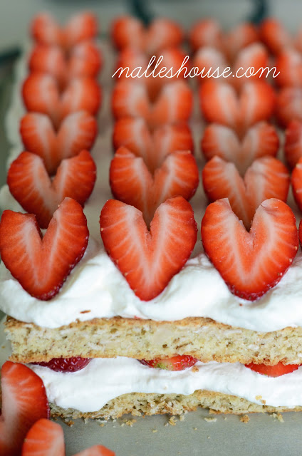 Scandinavian strawberry oatmeal cream cake via Nalle's House