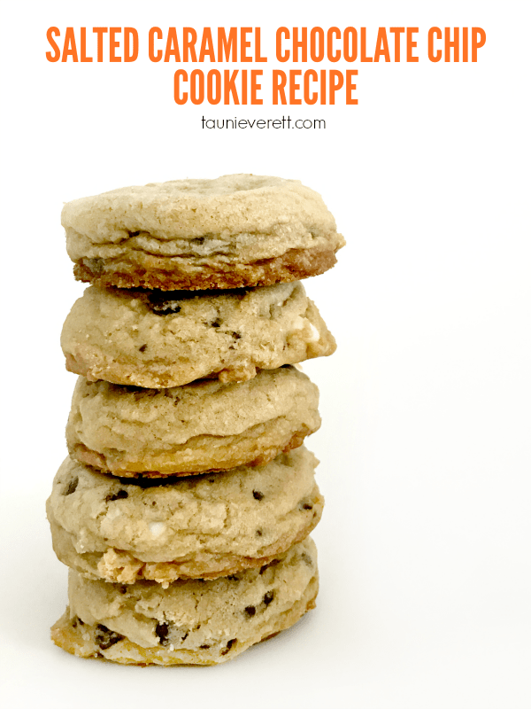 Salted caramel chocolate chip cookie recipe. These cookies turn out perfectly every single time! #chocolatechip #saltedcaramel #cookierecipe #recipe #cookie