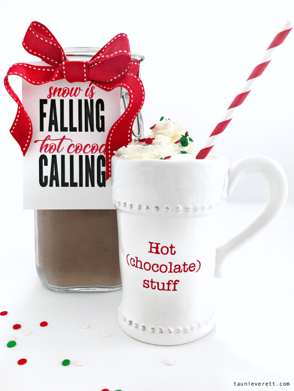Christmas holiday hot chocolate printable gift tag. Perfect for coworker or neighbor gifts. #holiday #christmas #christmasgift #christmasprintable #neighborgift