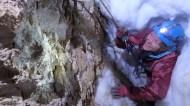 Laurence / le passage creusé dans la neige / gouffre des Oiseaux