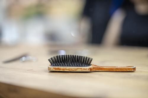 čistenie kefy na vlasy