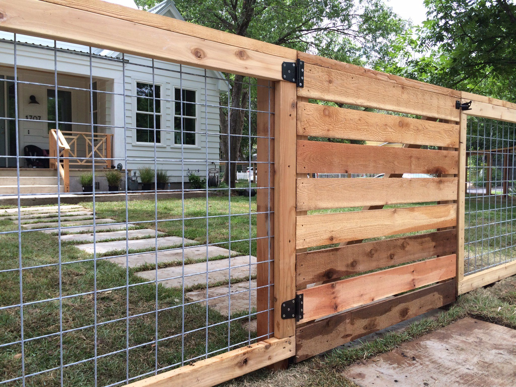 17 Awesome Hog Wire Fence Design Ideas For Your Backyard Coffee in 16 Smart Concepts of How to Improve Backyard Fence Cost