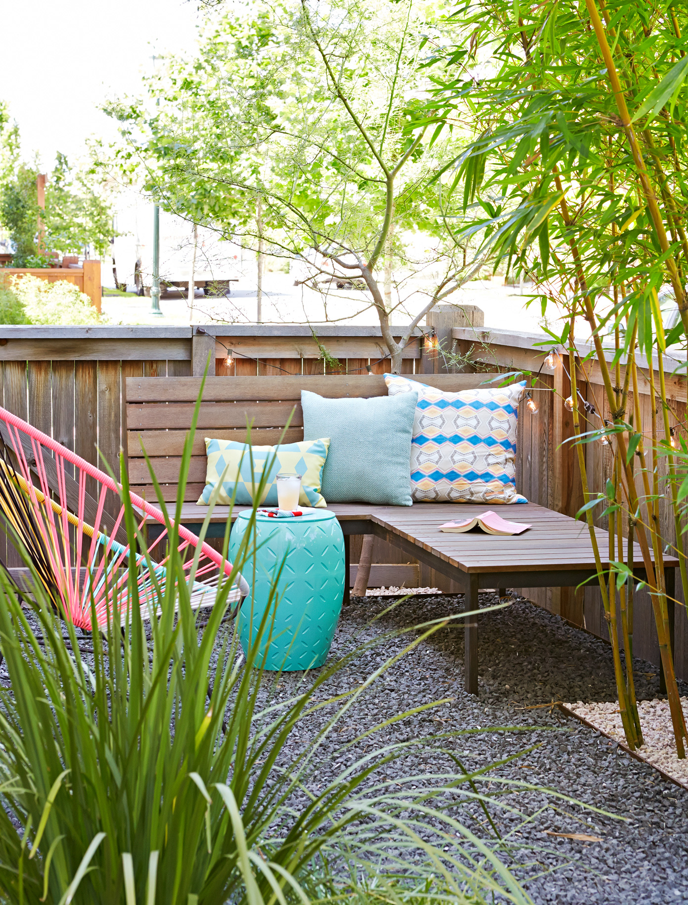 23 Inexpensive Ways To Dress Up Your Backyard in 16 Genius Tricks of How to Build Backyard Decor On A Budget