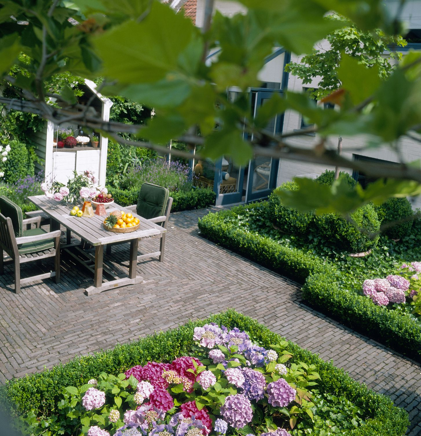 Courtyard Gardens How To Get The Wow Factor All Year Round with regard to Backyard Courtyard Ideas