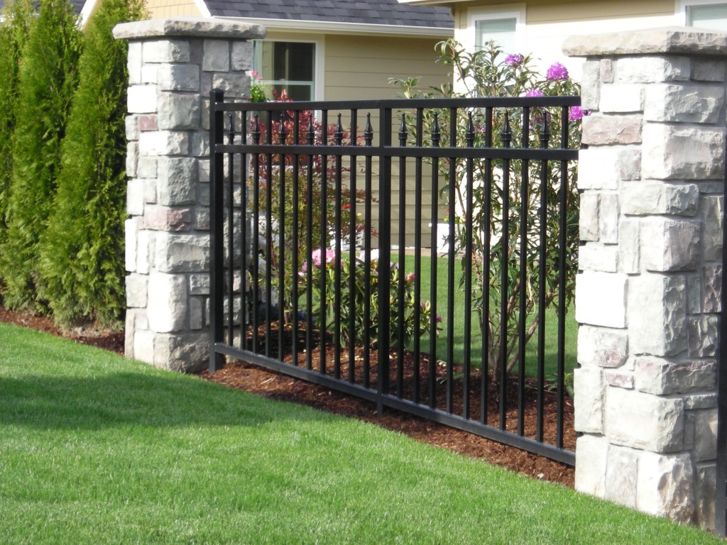 Ornamental Iron Outdoor Fence in Gate For Backyard Fence