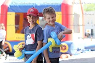 Bailey Brenneman, 9 (left) and Gavin Jansen, 8, play with their balloon swords from Tavistock Dental.