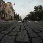 Doves On Cobblestone - Arnavut Kaldırımlı Caddede Güvercinler