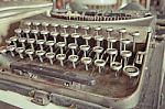 vintage-typewriter-100234507