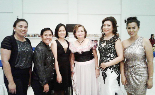 SUPREME COURT ASSOCIATE JUSTICE WITH ILOCOS WOMEN JUDGES. Supreme Court Justice Teresita Leonardo-De Castro (third from right) poses with Ilocos women judges that include (left to right) Judge Leah Agripina Ramirez- Florendo, Judge Marita Balloguing, Judge Gina Juan-Chan, Judge Myra Sheila M. Nalupta-Barba and Judge Geraldine B. Ramos during the 22nd Philippine Women Judges Association (PWJA) Annual Convention and Seminar held at the Vigan Convention Center, Vigan City, Ilocos Sur on March 8 to 10, 2017. (Photo courtesy of Judge Geraldine Ramos)