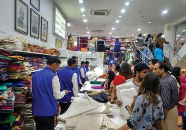 Appeal of the PM and the soaring spirit of Khadi lovers- Records sale of Rs 1.02 crore on Gandhi Jayanti
