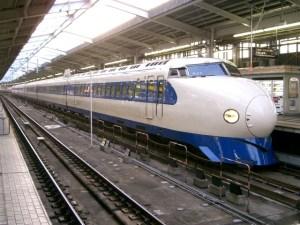駅に停車中の0系新幹線