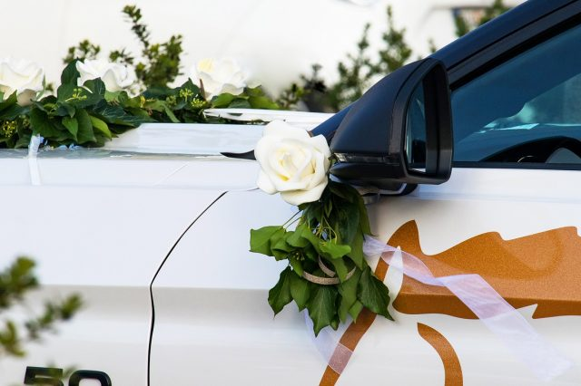 wedding-car-3767231_1280