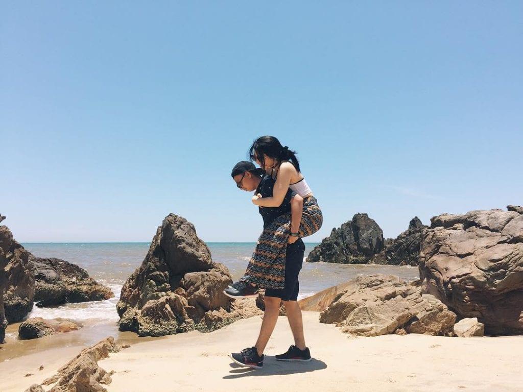 Bãi biển Đá Nhảy Quảng Bình - hinh 1