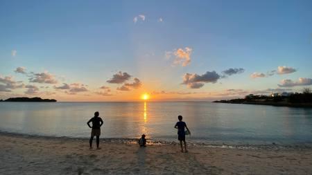 沖縄糸満市のビーチ側でキャンプ