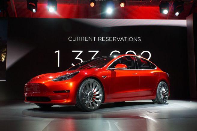 Kırmızı Tesla