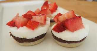"Raw Chocolate Strawberry ""Shortcake"" Bites"