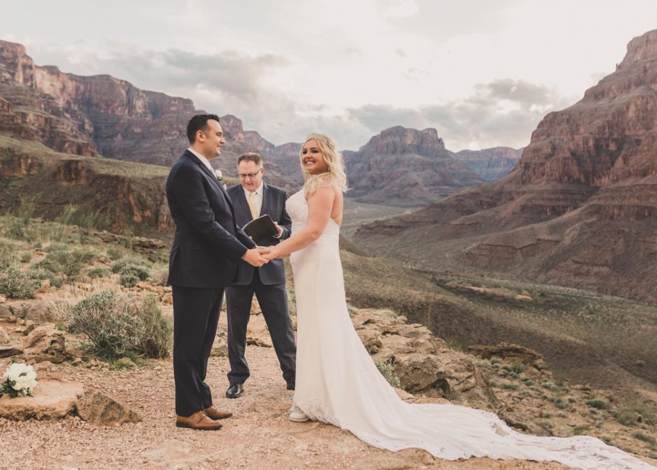 bride and groom tie the knot in the Grand Canyon